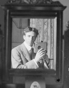 404673-harold-cazneaux-1910-selfie